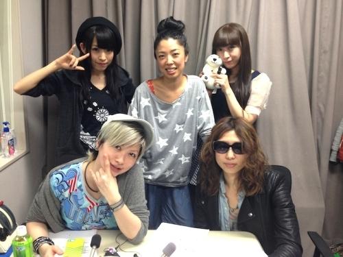 (写真前列左より)ZweiのMegu、Ayumu、(写真後列左より)ルイズ、いとうかなこ、ユカフィン