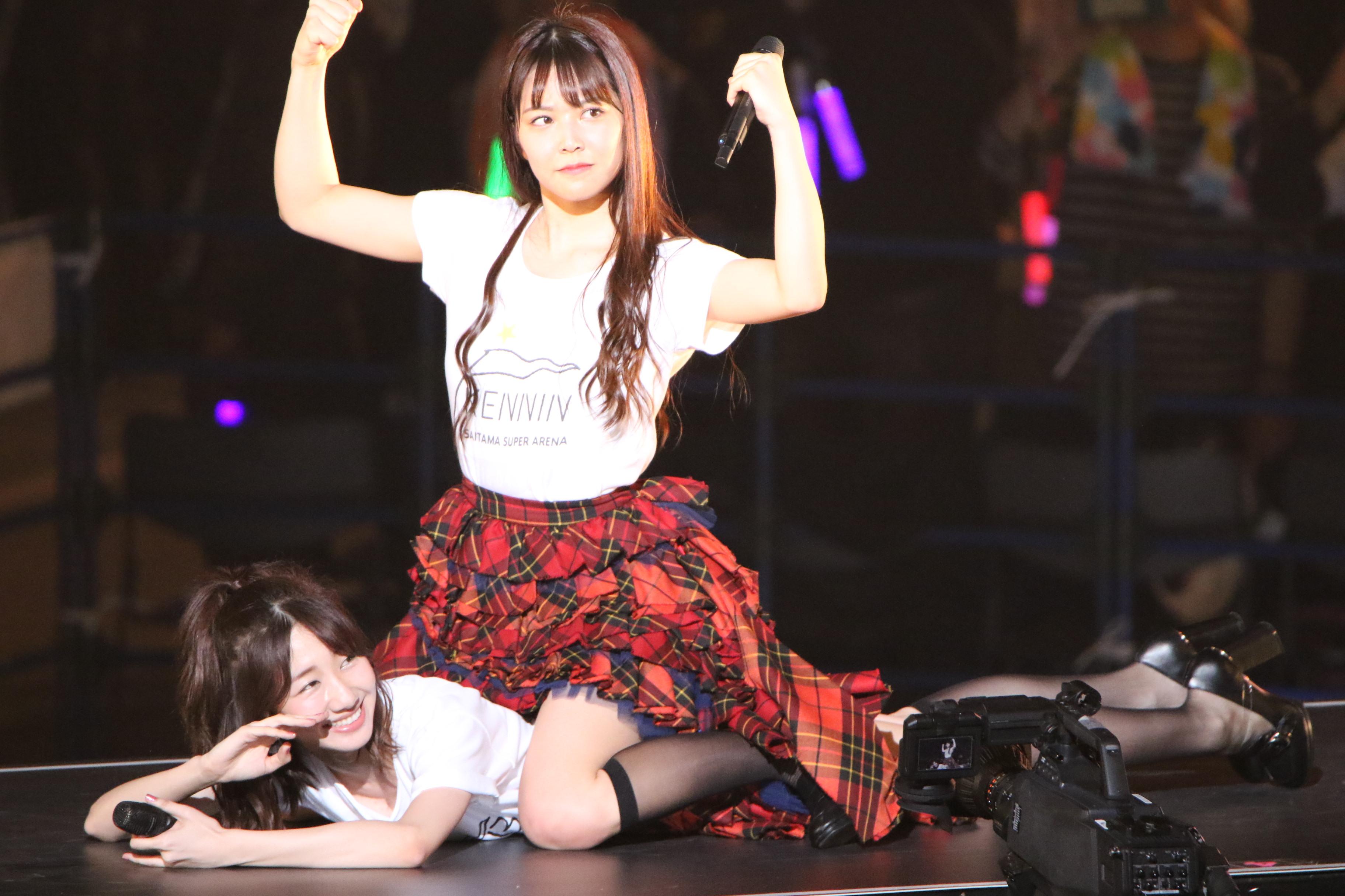 AKB48単独コンサートでの柏木由紀とNMB48白間(2018年4月)