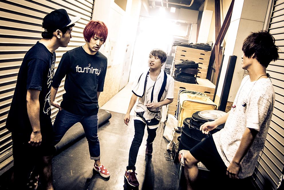 L→R RYU-TA(Gu&Cho)、HIROKAZ(Gu)、GEN(Vo&Ba)、KOUHEI(Dr&Cho)