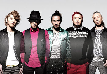 L→R KEIGO(Vo)、KOHSHI(Vo)、TAKE(Gu)、GOT'S(Ba)、IWASAKI(Dr)