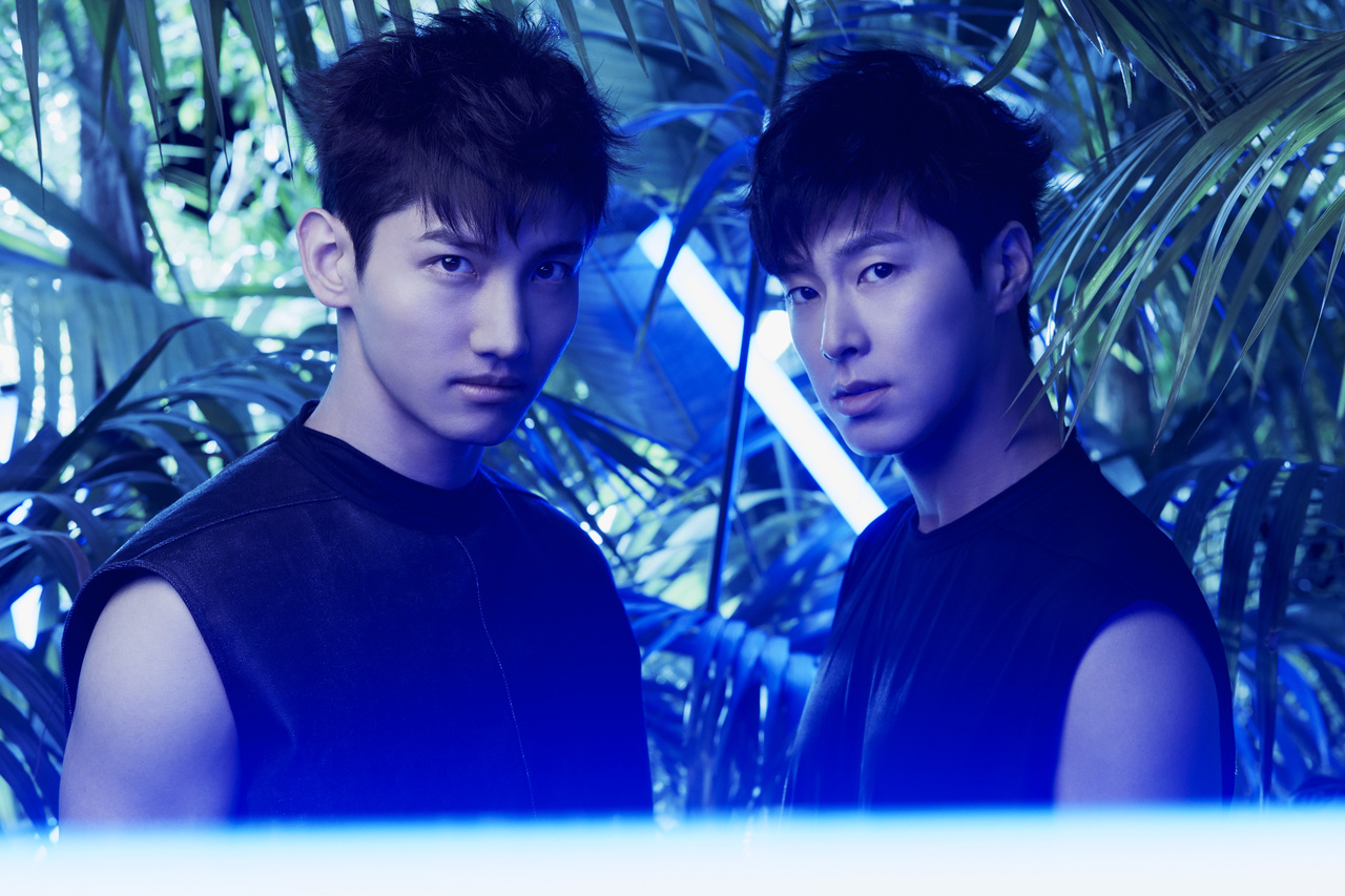 東方神起  (C)Avex Entertainment Inc.