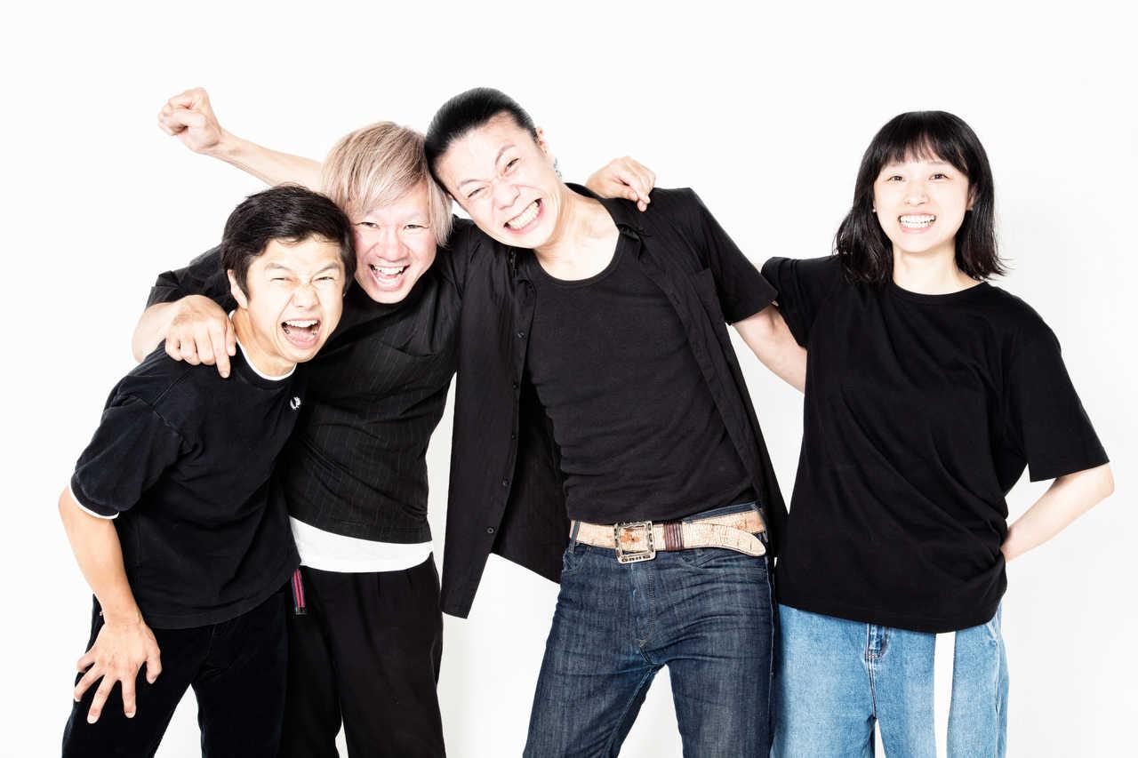 L→R 笈川 司(Gu)、ヤマダヨウイチ(Dr)、旭 司(Ba)、すずきゆきこ(Vo,&Gu)