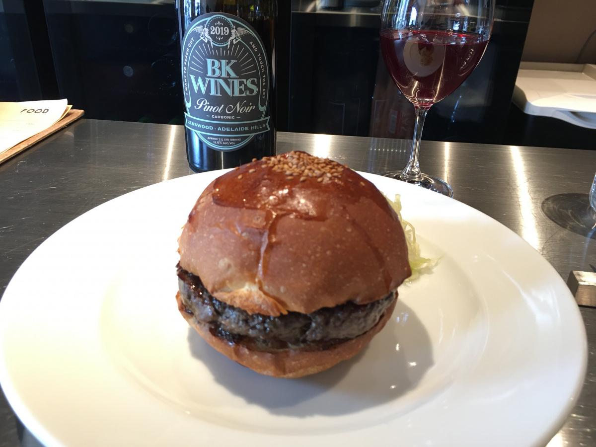 肉の旨さはさすが! TACUBOの新店Burger POLICE