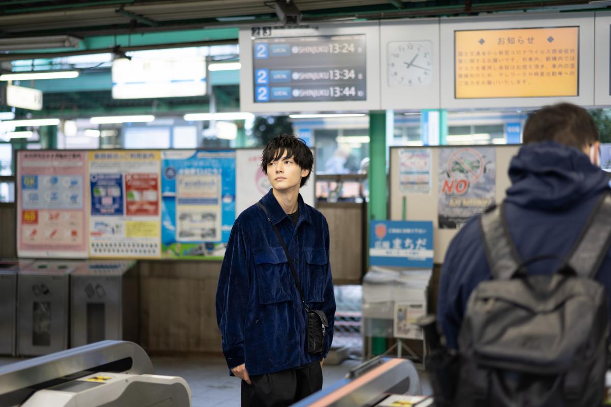"""噂の""""バズピ""""、Kaitoのまっすぐな眼差しを、世界最小のフルサイズミラーレスカメラ「α7C」が捉えた。"""