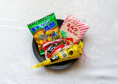 好きな駄菓子は何でしたか? 一気食いでよみがえる、昭和の思い出。