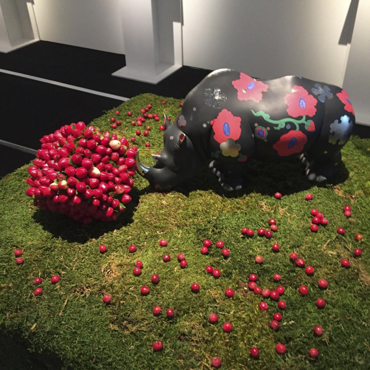 """ニコライ・バーグマンが""""四角い花々""""で、六本木上空を彩る展覧会。"""