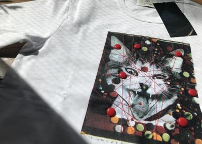 """""""忘れられない""""写真家・深瀬昌久の愛猫「サスケ」が、カットソーとして復活。"""