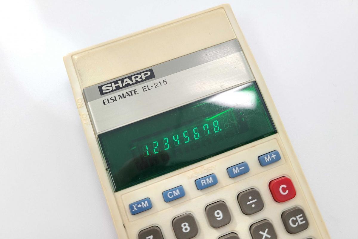 「昭和」を懐かしいと感じない20代が、シャープ製のレトロな電卓を使って考えたこと。