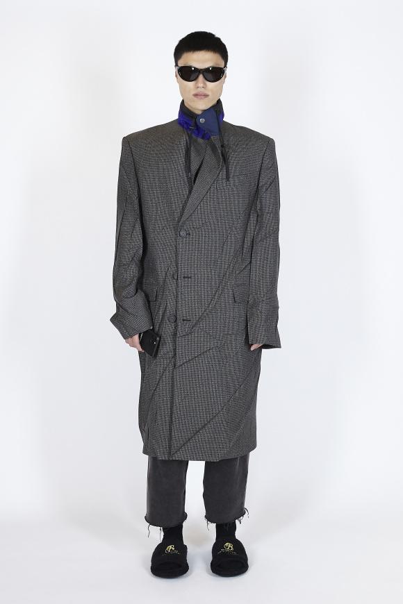 コートのラペルが、 パーカのカラー(襟)に