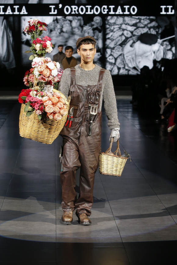 今季のイメージソースは、 花売りなどの職人たち。