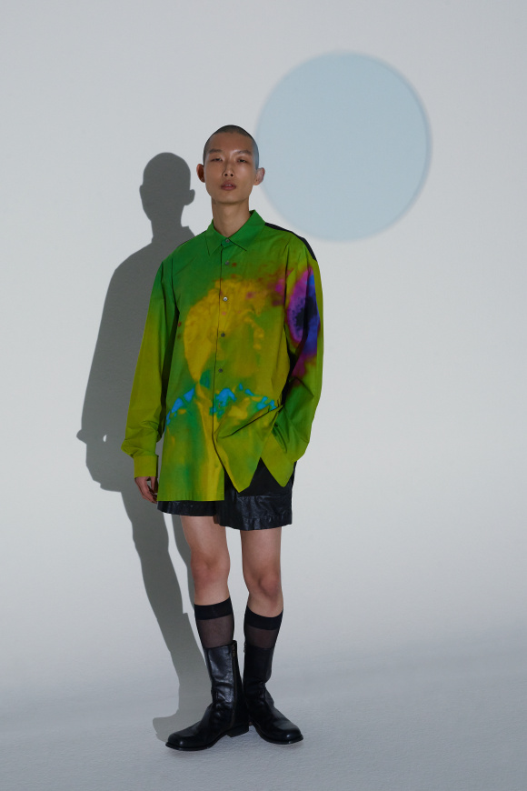 色や柄の着想は、 レン・ライの映像から。