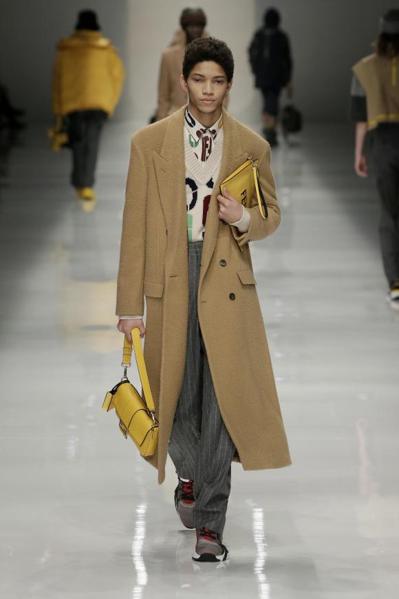 コートの素材は、 伝統のカセンティーノ