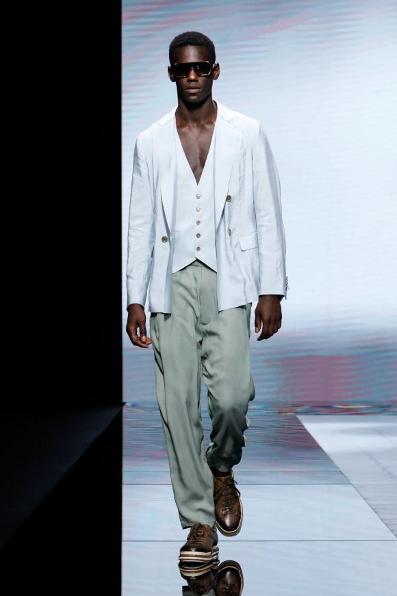 布が優雅に揺れ動く、 エレガントなスタイル