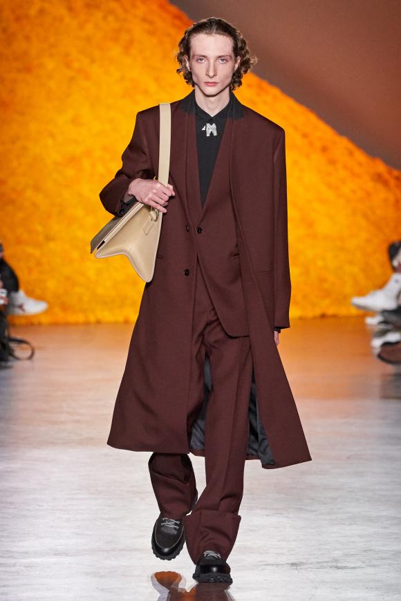 襟が切り替えされた、 ジャケットとコート