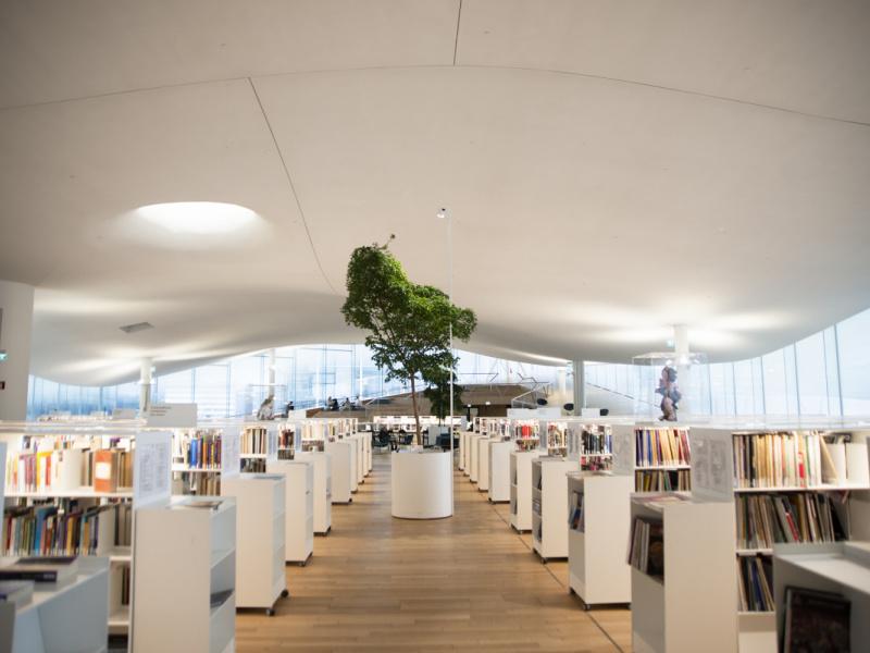 """""""世界一の公共図書館""""は、なぜフィンランドから選ばれたのか? その理由を探るためヘルシンキを訪れた。"""