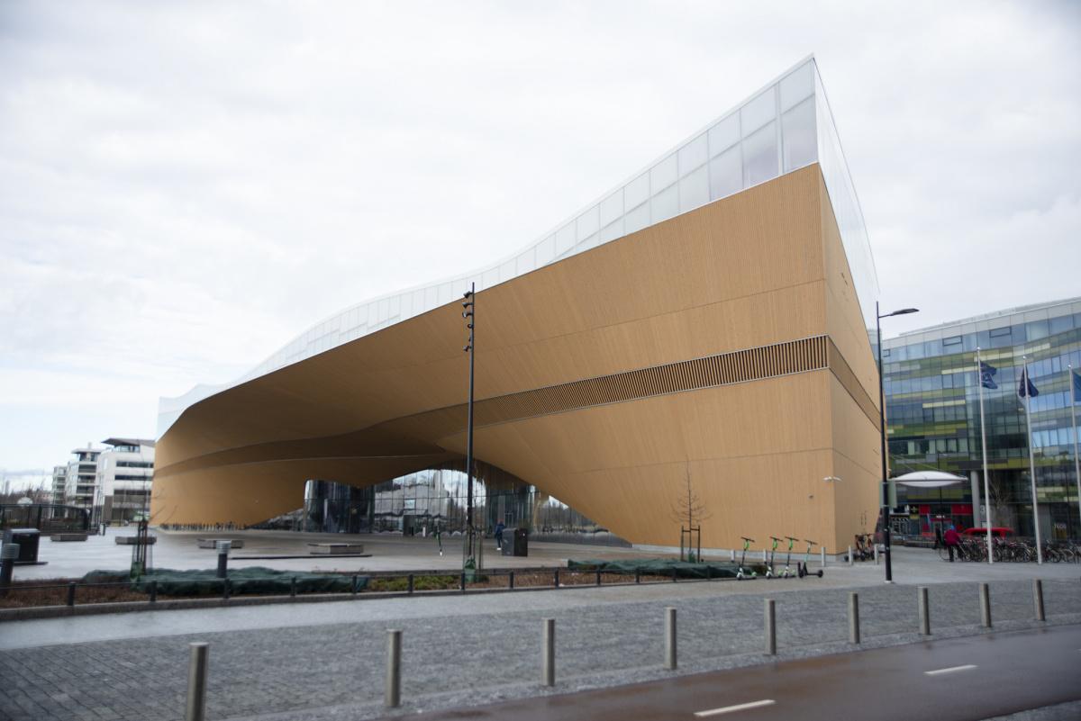 2019年、世界一の公共図書館に輝いた「Oodi」とは?