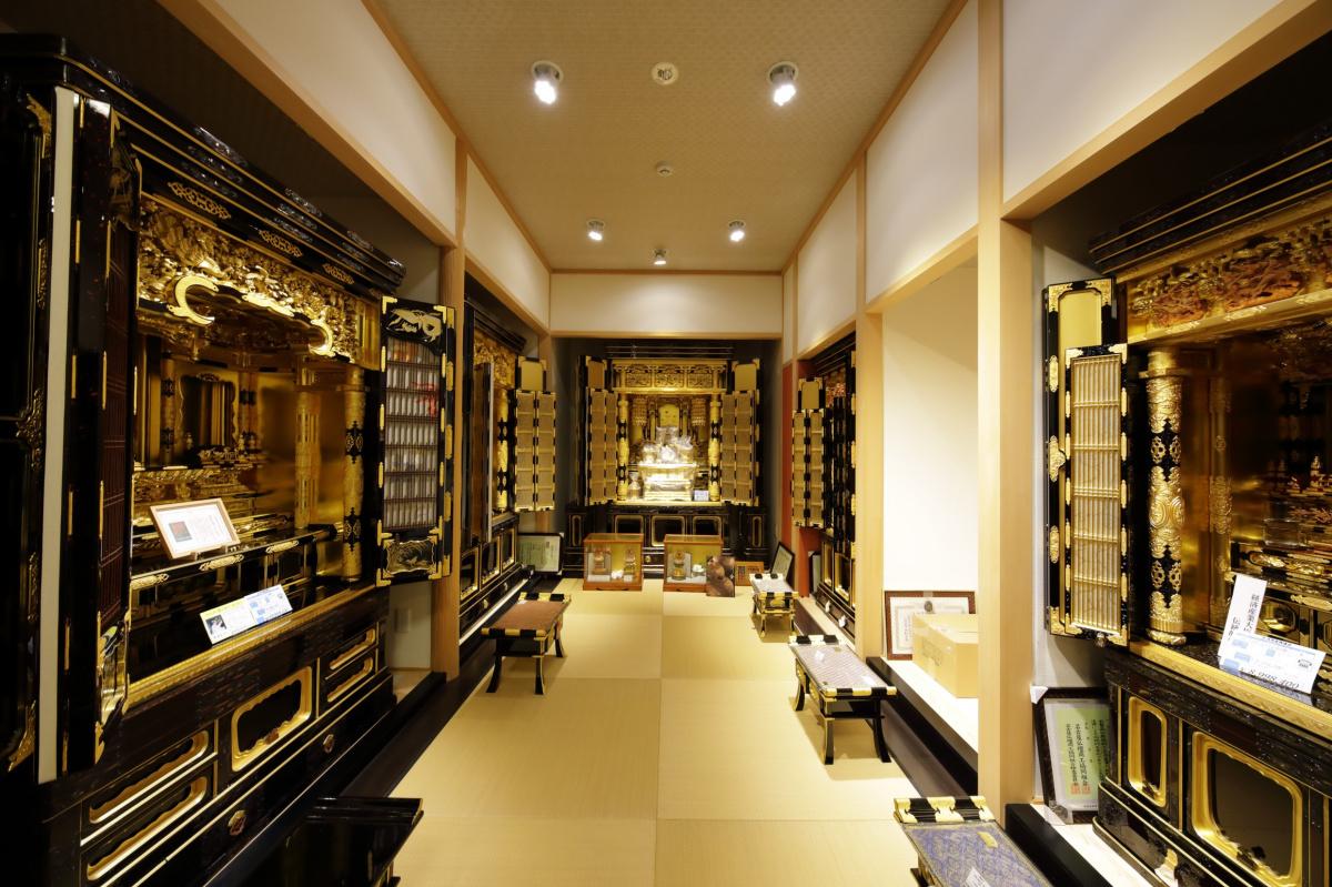 デザインの力で、仏壇技術の可能性を無限大に。