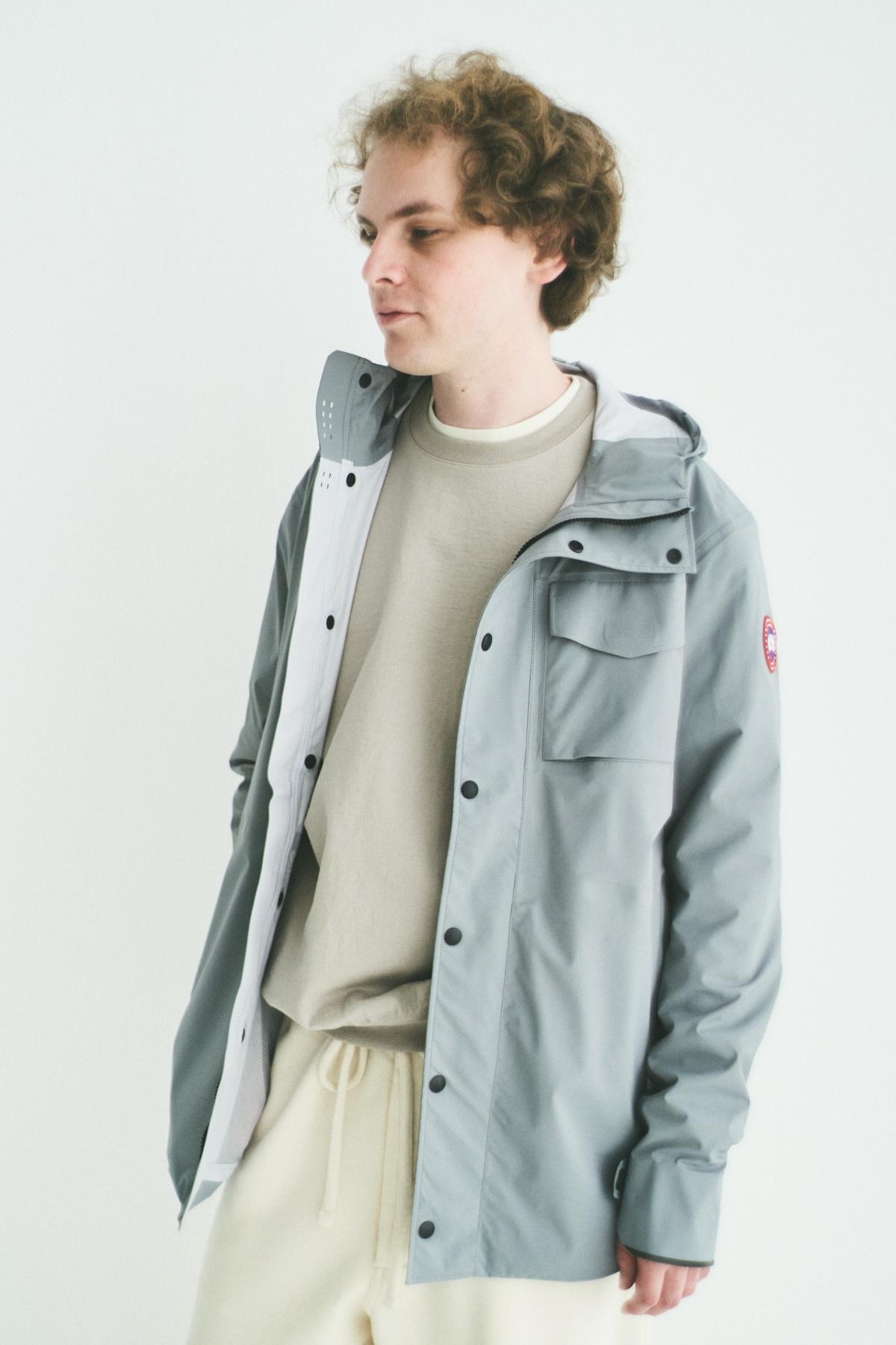 防水性が高く、持ち運びにも最適な超軽量ジャケット