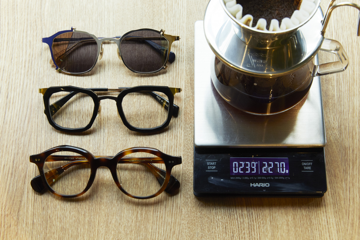 大人のライフスタイルに心地よく寄り添う、眼鏡とコーヒー
