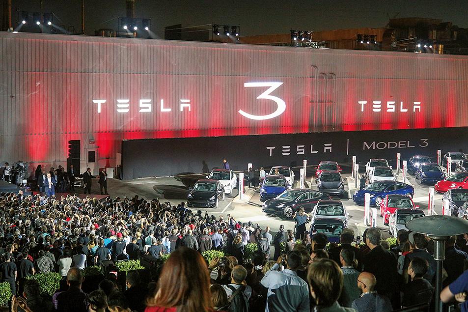 8つの数字から読み解く、電気自動車を取り巻く現実。