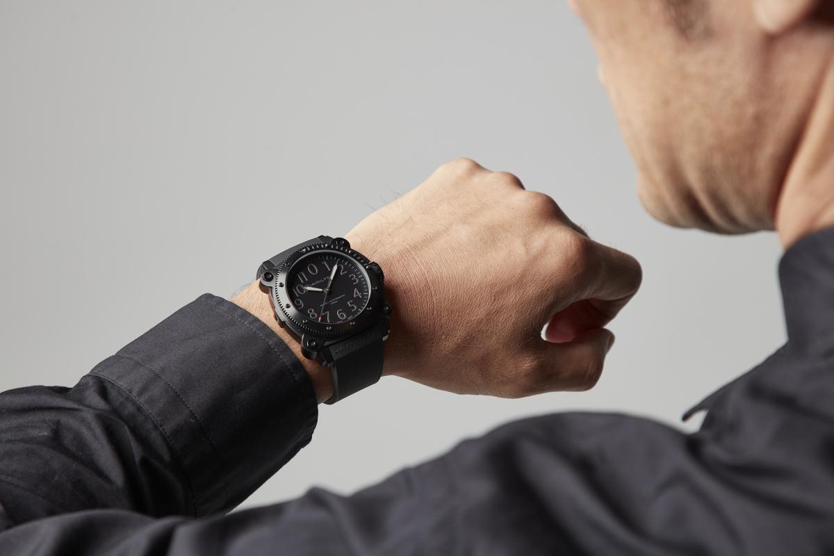「身に着ける時計でも、役柄を演じ分けている」