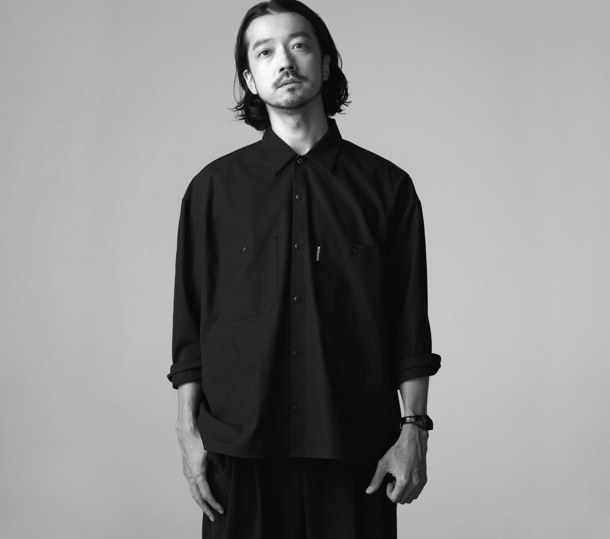 現代的なスタイルを纏う、オールブラックの「ベンチュラ」