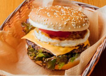 """神奈川にある""""南米""""、愛川町で絶品ペルー風ハンバーガーや激辛サルサソースに悶絶する。【食のカイ・カン 】Vol.3"""