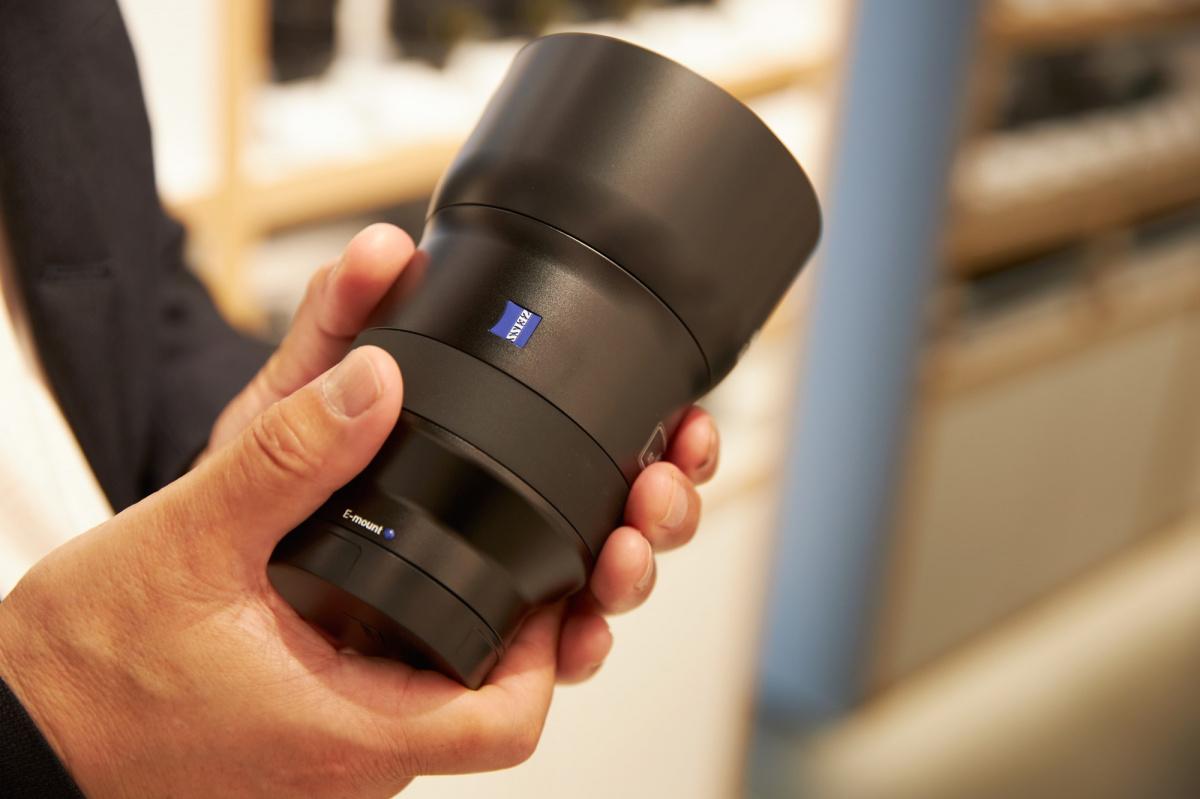 現在発売中のカメラ・レンズを、余すことなくゆったりと展示。