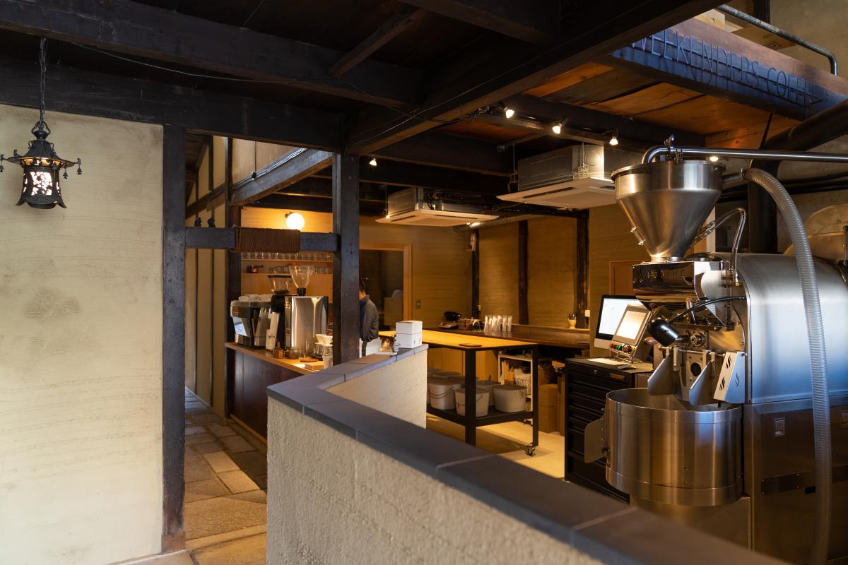 【ウィークエンダーズコーヒー ロースタリー】町家を改装した空間で、世界レベルの浅煎りを。