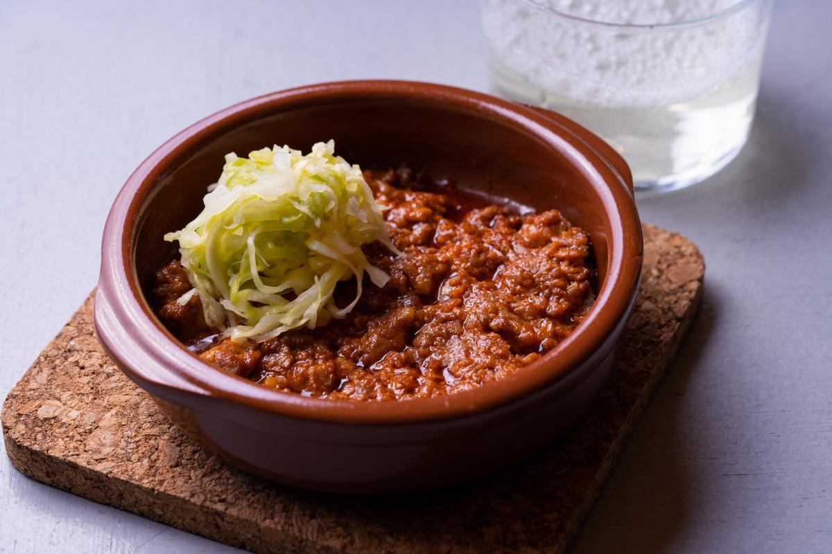 【エンカ】バルの気軽さで、洗練された料理を楽しめる贅沢。