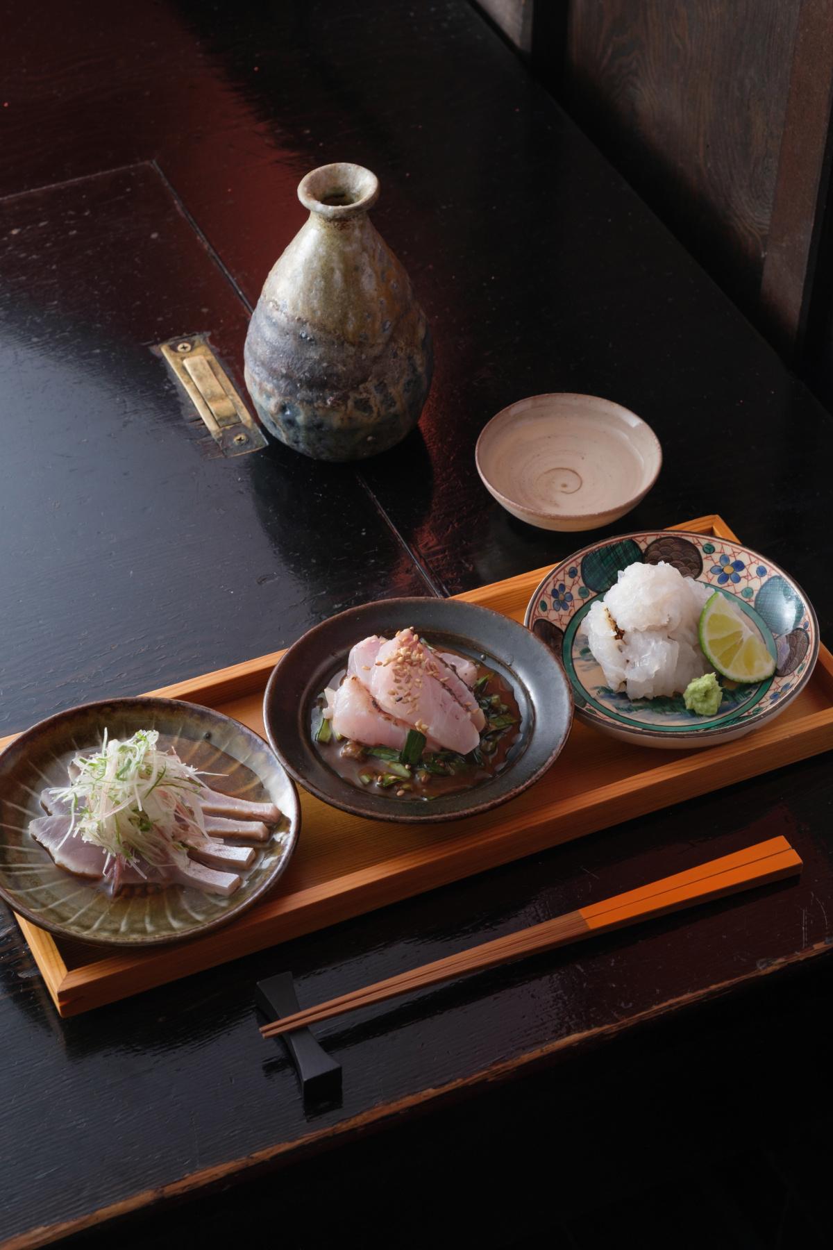 【乍旨司】巻き寿司×燗酒という新境地に酔いしれる。