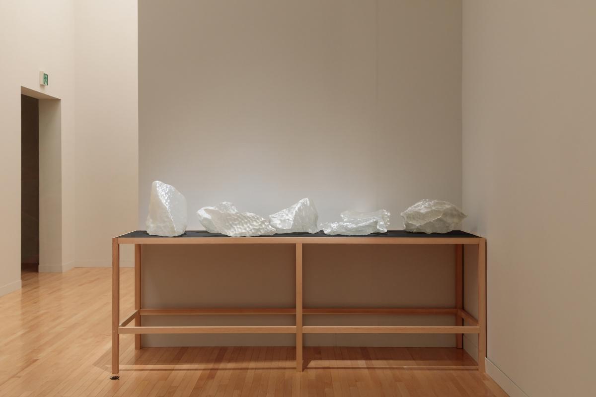 サステイナビリティにアプローチした、実験的な展示構成。