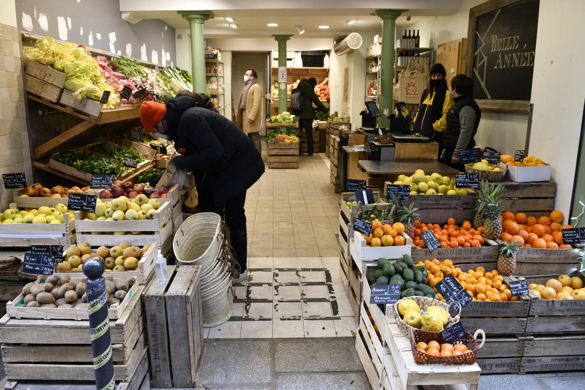 ニル通りのこだわり商店街で、 基本の食材をゲット。|テロワール・ダヴニール