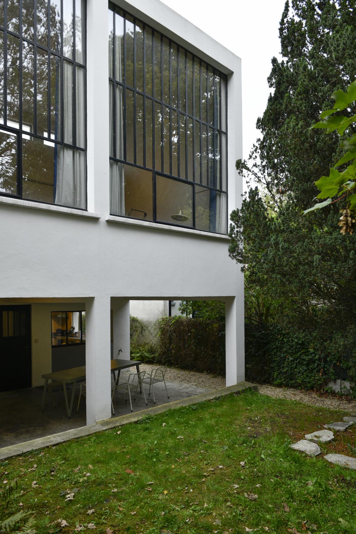 2.デ・ステイルの創始者が自ら設計・建築した、アトリエ兼住居。|ファン・ドゥースブルフ邸