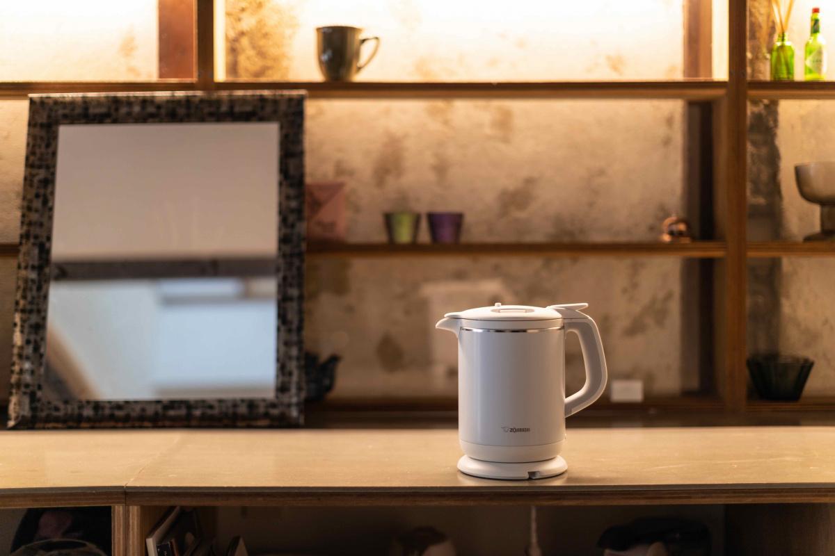電気ケトルで目覚めの白湯を飲む、京都の朝/龍崎翔子さん・ホテルプロデューサー