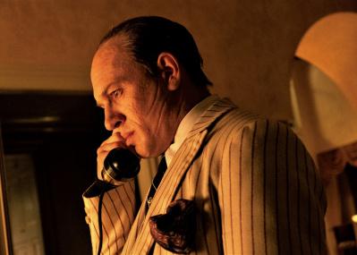 晩年を迎えた暗黒街のドンが悪夢と現実の間をさまよう映画『カポネ』。