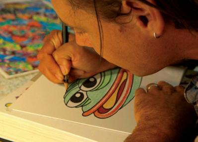 トランプと合体しネット上のヘイトシンボルに陥落したペペを描いた『フィールズ・グッド・マン』