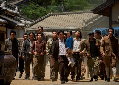 日本統治下の朝鮮で、母国語の辞書づくりに奔走した男の物語。