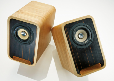 建築家目線で設計した、木製スピーカー