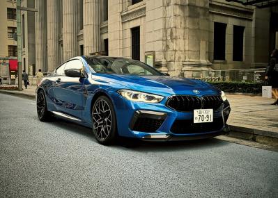 """もはや""""アンタッチャブル""""なクールネス!? BMW M8 クーペは、デ・ニーロ・アプローチで真価を見せる。"""