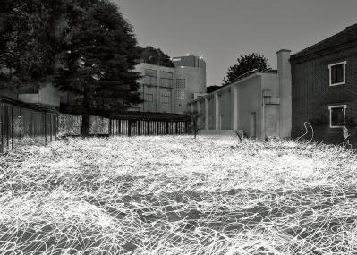 惜しまれつつ閉館する原美術館、最後の展覧会『光─呼吸 時をすくう5人』が開催。