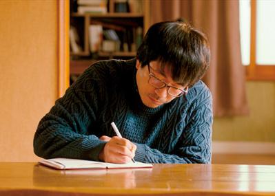 詩人と妻、美しい青年―― 済州島で流れ出す愛の物語『詩人の恋』。