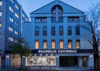 アートスペースを設けた、国内最大の「ブルネロ クチネリ表参道店」がオープン!