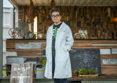 ランドスケープデザイナー・団塚栄喜インタビュー、北九州未来創造芸術祭に現れた「ハーブマン」のメッセージ
