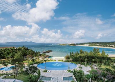 ハワイと沖縄、ふたつの島文化で織り上げたホテル「ハレクラニ沖縄」