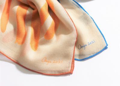 ロロ・ピアーナがアート作品からインスパイア! 最高級カシミアとシルクが織りなす限定スカーフに注目