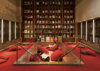 老舗旅館「松本十帖」の大浴場で、知の源泉にどっぷり浸かる。