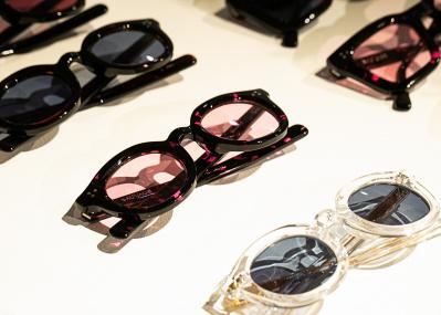 時代を超えたセルフレームの魅力を再発見、「プライベートアイズ アンド トラッカーズ」で一生モノの眼鏡を探せ。