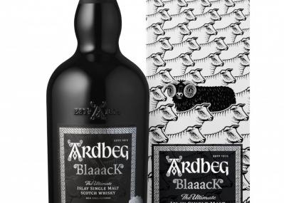 """黒ブドウと黒羊をイメージした、史上初の""""真っ黒""""なアードベッグが登場。"""