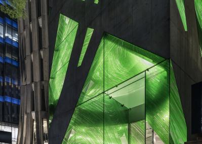 建築美にも注目が集まる「ボッテガ・ヴェネタ 表参道フラッグシップ」がグランドオープン!